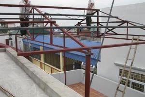 Làm mái tôn sân thượng có cần phải xin phép không?