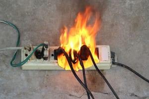 Cách xử lý khi bị chập điện bạn cần biết